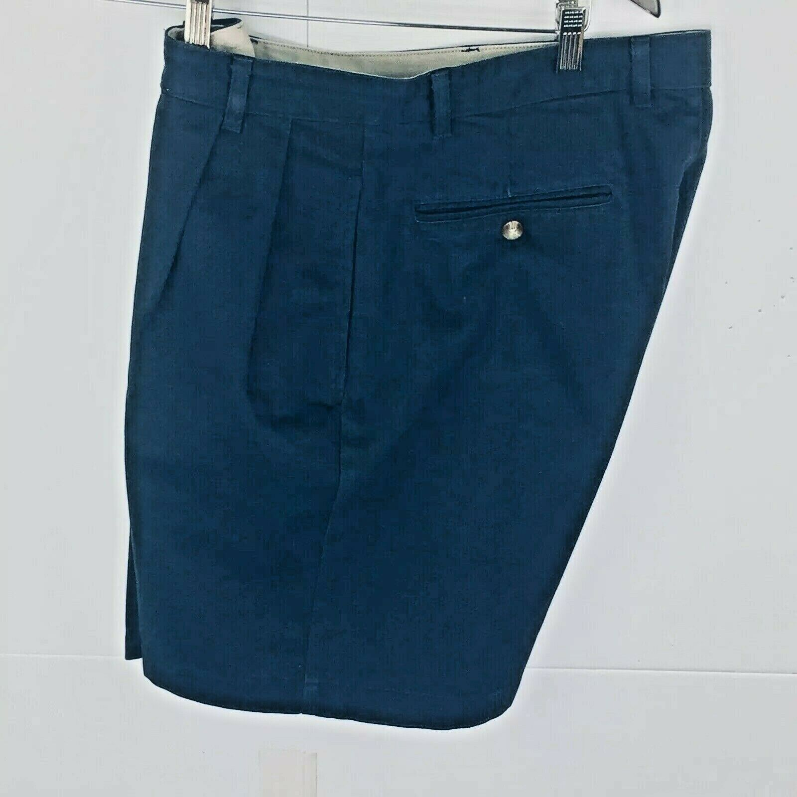 Roundtree and York Mens Shorts size 34 Navy Blue Cotton Pleated Front
