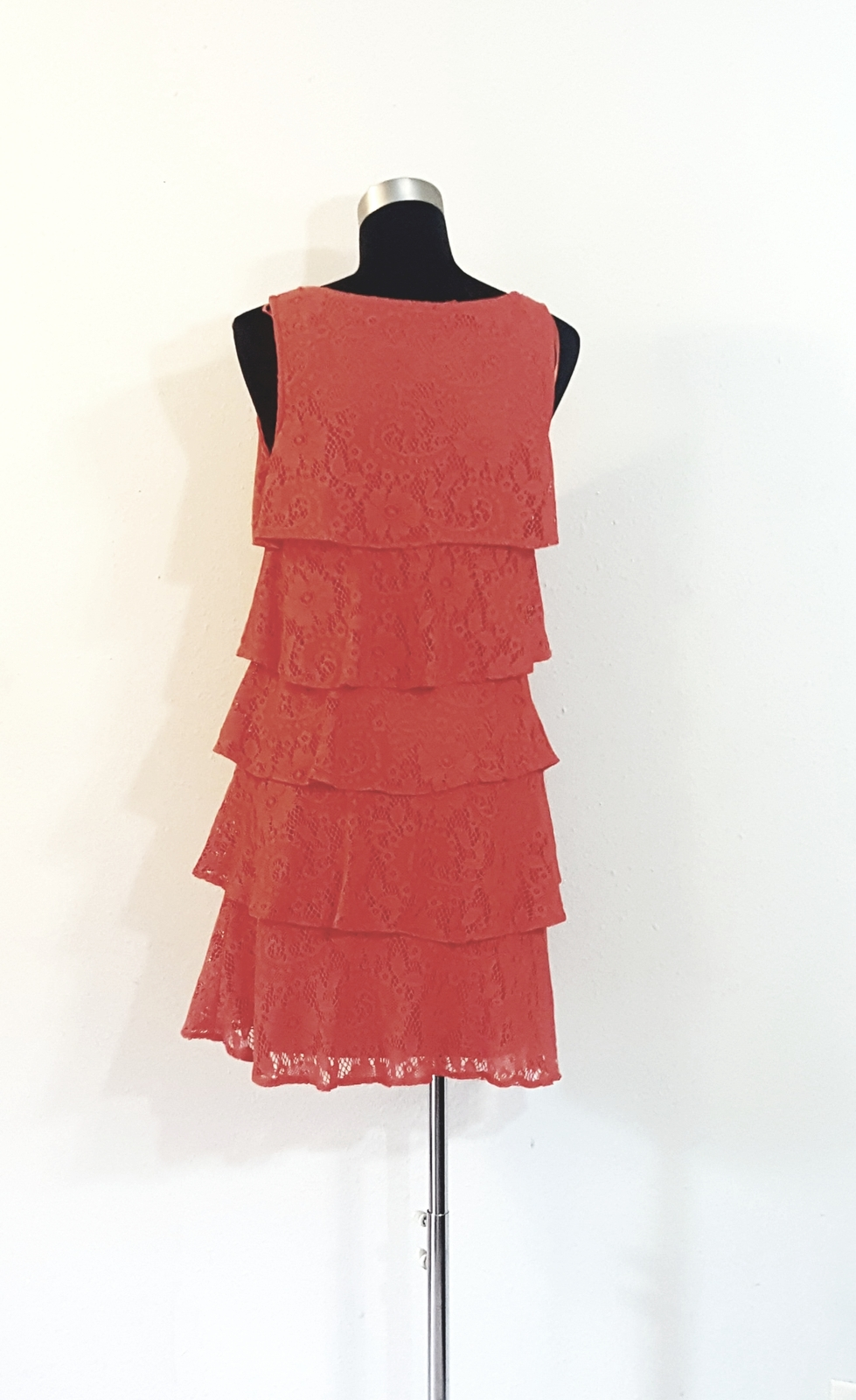 ND New Directions Tiered Lace Sleeveless Dress Size 4 Womens