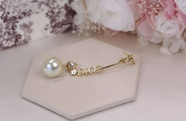 NEW Authentic Christian Dior 2019 CD CRYSTAL LOGO HEART DANGLE STAR Earrings image 9