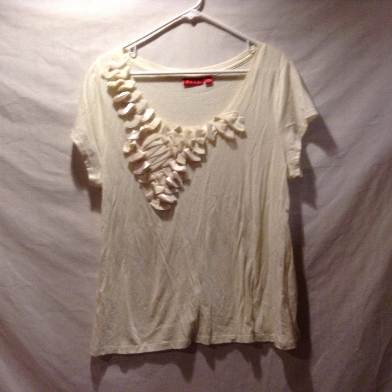 Elle Scoop Neck Cream Colored Shirt w Floral Embroidery Sz XL