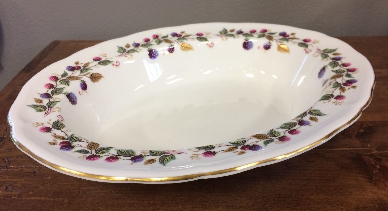 Aynsley Bramble Time Oval Serving Bowl Berries Scalloped Porcelain England RARE! image 3