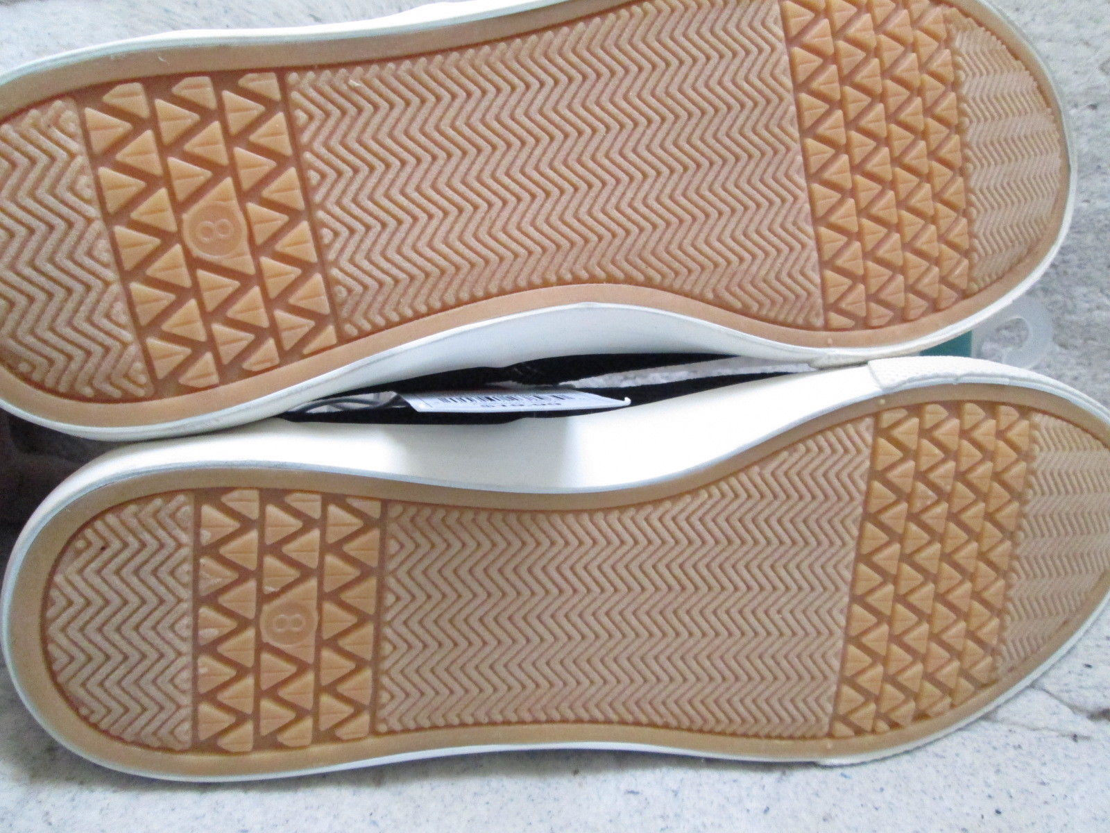 Women Savannah Corduroy Sneakers by Mossimo Supply co. Size 8