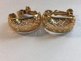Napier Thick Hoop Criss Cross Gold Tone Screw Back Earrings Vintage Women  image 4