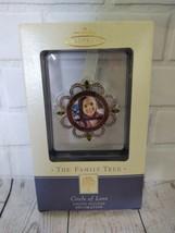Hallmark Keepsake Ornament The Family Tree Circle Of Love Photo Holder - $19.34
