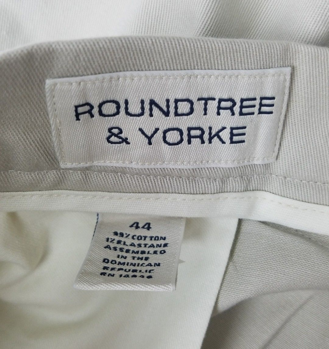 Roundtree & Yorke Mens Shorts Khaki Beige Relaxed Fit Size 44