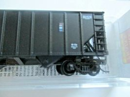 Micro-Trains # 10800422 Norfolk & Western 100-Ton 3-Bay Hopper with Coal Load (N image 3