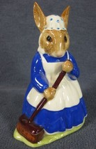 Royal Doulton Mrs Bunnykins Clean Sweep DB6 England Vintage Retired Earthenware image 2