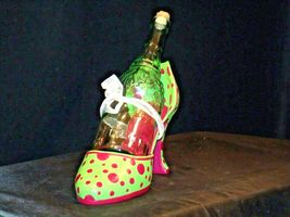 HS High Spirits Shoe and Bottle Display AA-191736  Vintage Collectible image 3