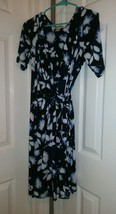 Motherhood Maternity Dress Blue &White Floral Wrap Dress Beautiful Sz M - $20.78