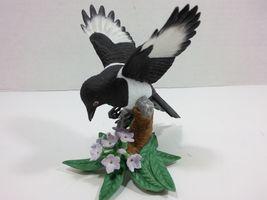 THE LENOX GARDEN BIRD COLLECTION Black Billed Magpie (Fine Porcelain 2002) image 8