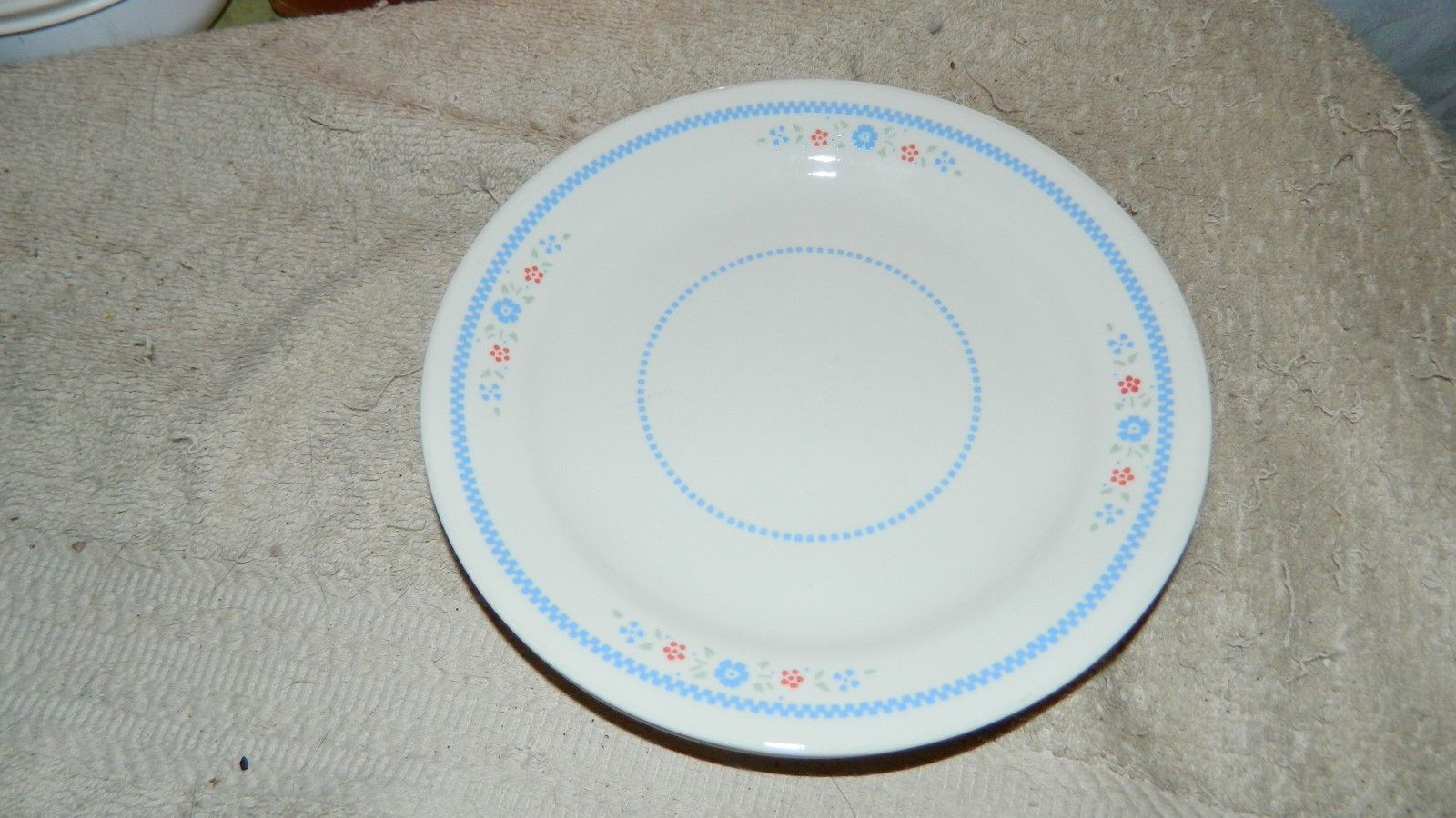 Primary image for CORELLE NEEDLEPOINT SALAD / BREAD / DESSERT PLATES SET OF 4 VGUC FREE USA SHIP