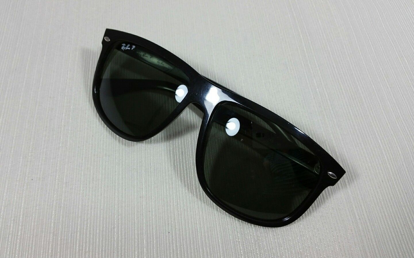 cde78771a55a9 Ray-Ban RB4147 Black Plastic Frame Sunglasses Polarized Rounded Square  Lenses