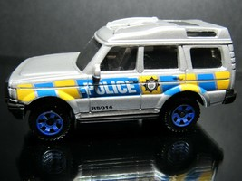 SILVER POLICE DISCOVERY LAND ROVER 2016 MATCHBOX LOOSE 1/64 CAR - $9.58