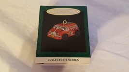 "HALLMARK KEEPSAKE ORNAMENT COLLECTORS SERIES ON THE ROAD 1"" 1995 XMAS - $4.94"
