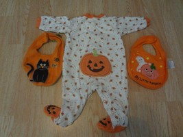 Infant/Baby Carter's 6 Mo Footies Pajamas PJs Little Pumpkin Halloween & 2 Bibs - $6.79