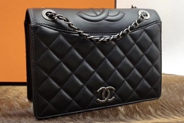 BRAND NEW AUTHENTIC CHANEL 2017 BLACK QUILTED LEATHER FLAP BAG   image 2