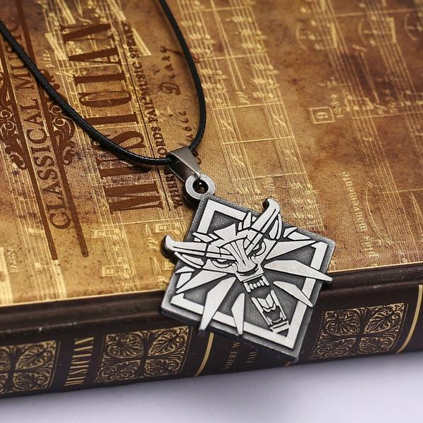 The Witcher 3 Wild Hunt Wolf Head Game Theme Pendant / Necklace - Unisex