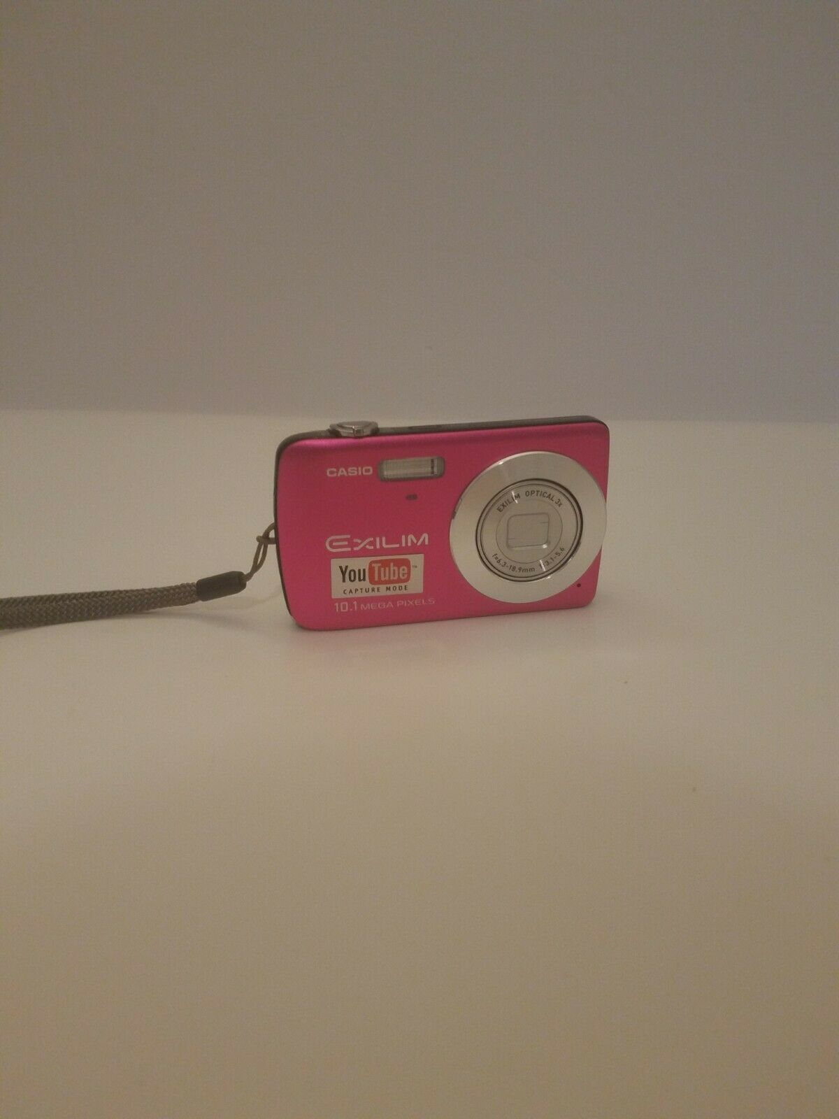 Primary image for Casio EXILIM EX-Z33 Digital Camera Pink 10.1 MP Untested For Parts or Repair B3