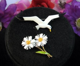 Art DAISY Daisies PIN Vintage Enamel Flowers PLUS SEAGULL Brooch Goldton... - $12.99