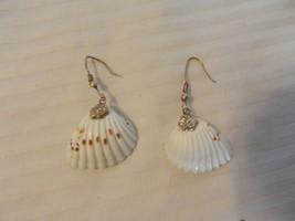 Women's Vintage White & Brown Sea Shell Dangle Pierced Earrings - $22.28