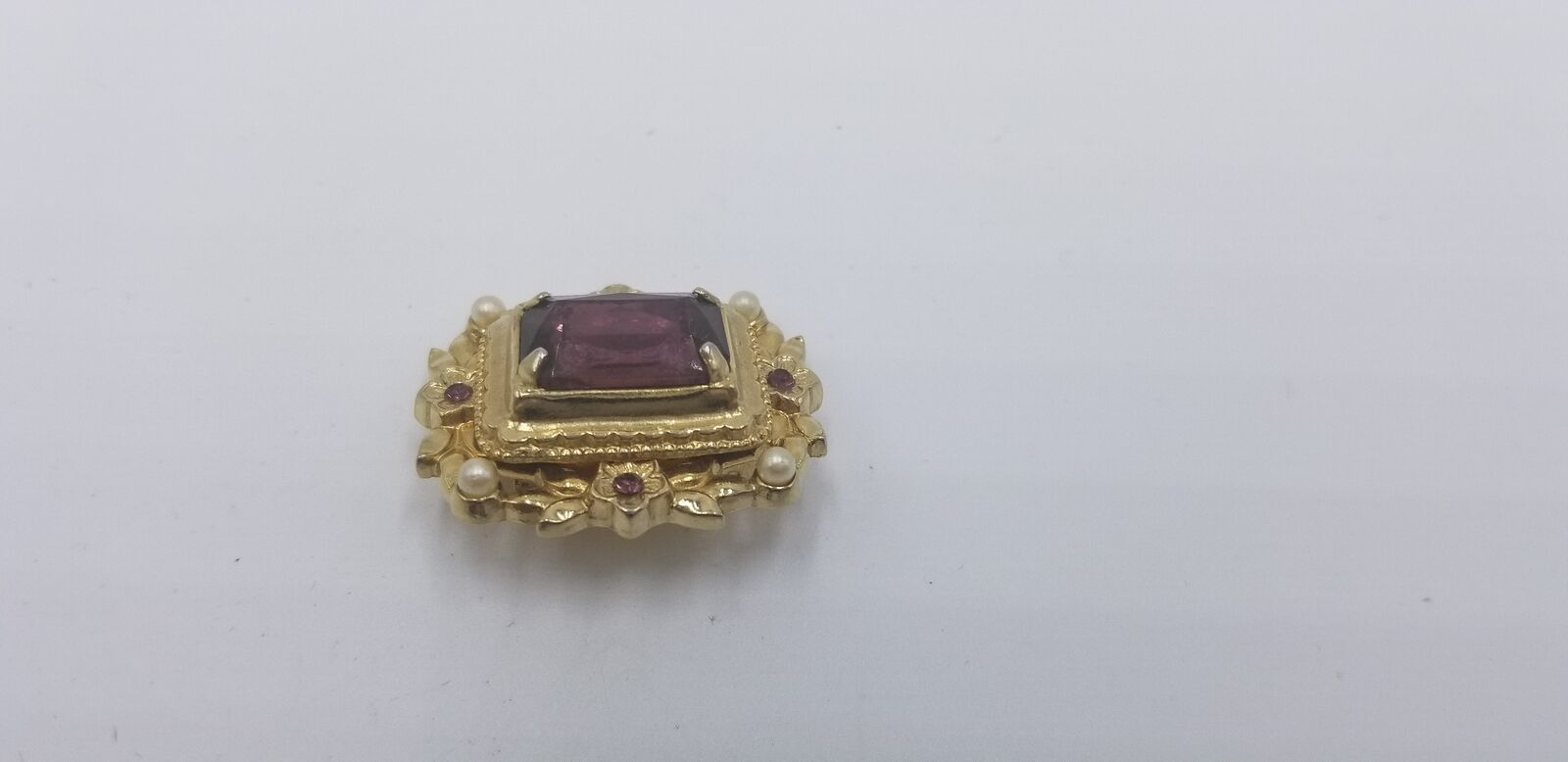 Vintage Signed Coro Gold Tone Pearl & Purple Stone Floral Pin / Brooch EUC image 3