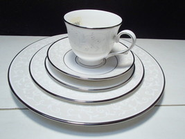 1 Lenox Opal Innocence 5 Piece Place Setting ~~ gorgeous~ new ~ tags ~ box - $49.95