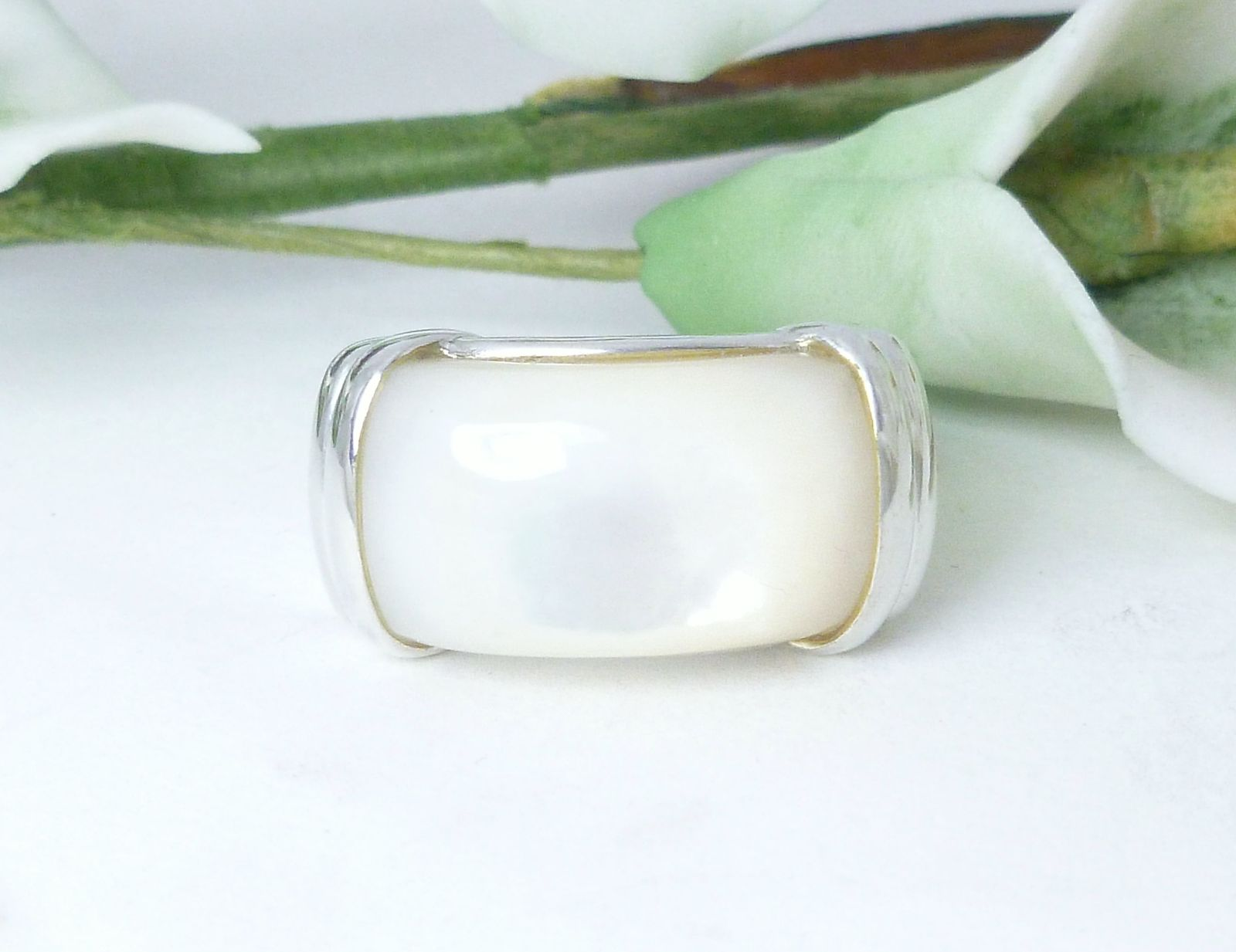 White Mother of Pearl Sterling Silver Ring Size 7