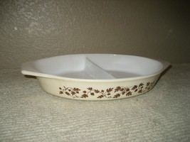 Vintage Pyrex 14 Gold Acorn 1.5 Qt Divided Cinderella Oval Casserole Dish - $12.16