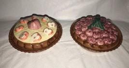 2 Miniature hand painted Cherry & Apple Pie Plates Safe w/ Lids 1996 Chi... - €21,10 EUR