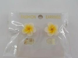 MINI YELLOW KANOA FLOWER POST EARRINGS HAWAIIAN FLOWER BEACH FASHION JEW... - $9.99