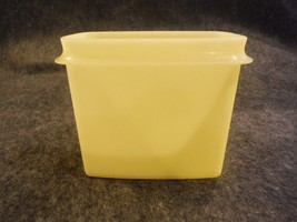 Tupperware 1243 Shelf Saver Container Yellow No Seal Replacement Piece - $2.69