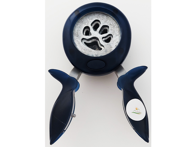 Fiskars Large Squeeze Furry Friends Punch #12-74307097