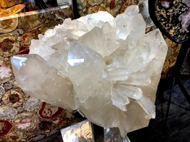 CRYSTAL QUARTZ w/ STAND MINERAL ROCK INCREDIBLE FORMATIONS Sticker $45,000 image 1