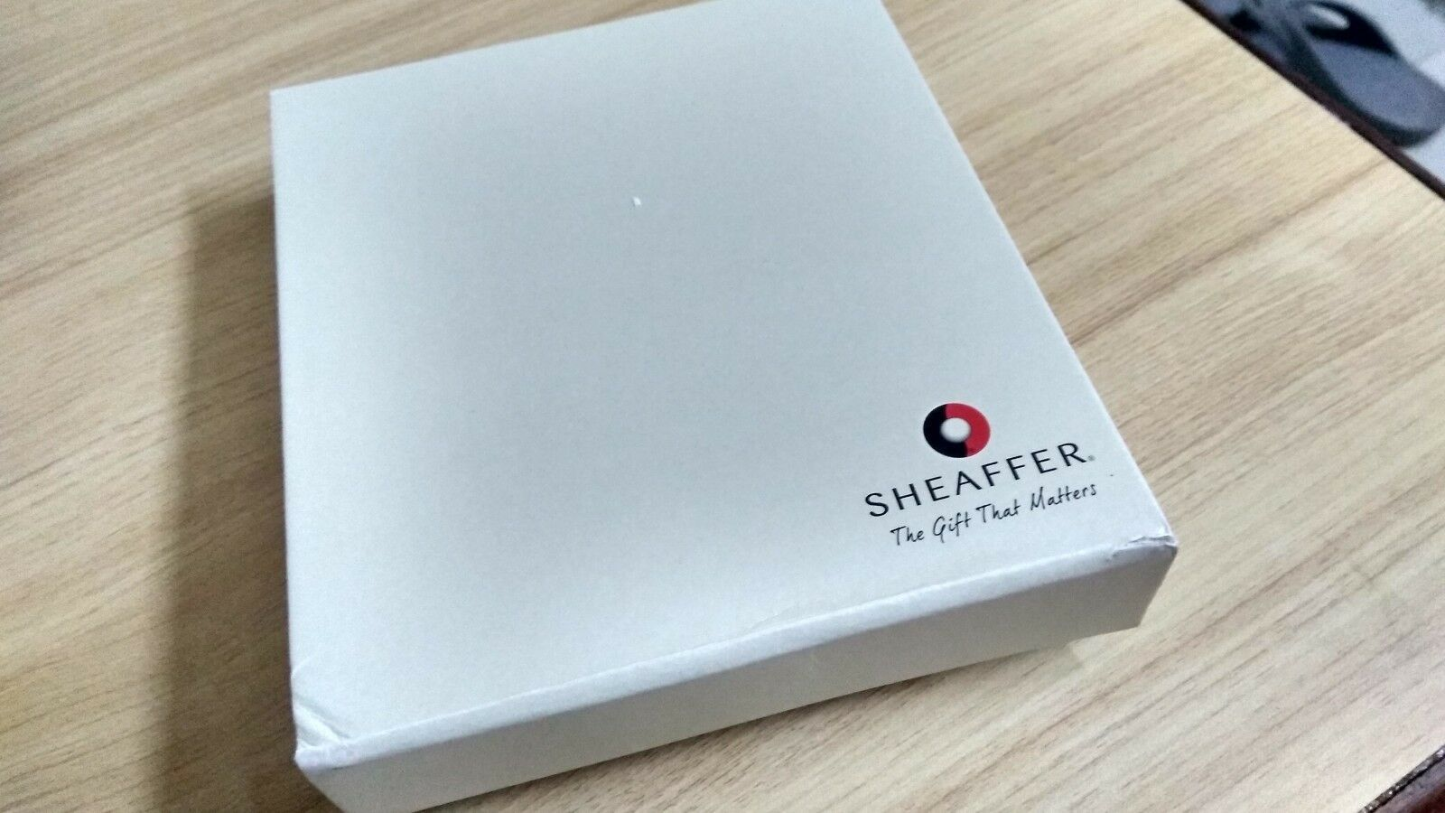 Sheaffer Taranis Sleek Chrome Featuring Chrome Plate Trim Ballpoint Pen Gift set