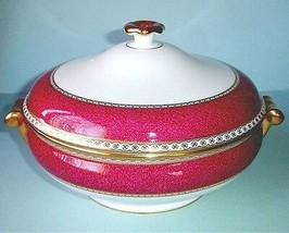 Wedgwood Ulander Powder Ruby Covered Vegetable Bowl Dish Made in UK New - $396.90
