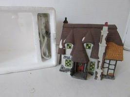 DEPT 56 55530 HERITAGE VILLAGE OLIVER TWIST MAYLIE COTTAGE W/CORD NO SLEEVE - $18.95