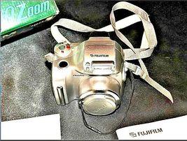 Fujifilm FinePix 2800 Zoom 2.0 MP Digital Camera Silver Vintage AA19-1389 image 6