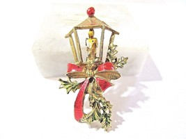 ENAMEL RED GREEN CHRISTMAS HOLIDAY PIN LANTERN AND BOW VINTAGE - $16.00