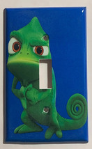 Eccentric Green Chameleon Light Switch Outlet wall Cover Plate Home Decor image 1
