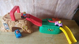 Fisher Price WHEELIES Play 'n Go CONSTRUCTION SITE  WITH 3 WHEELIES - $8.90