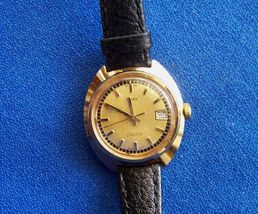Vintage Timex Ladies Electric Calendar Yellow Gold Plated Round Wristwatch - $45.00