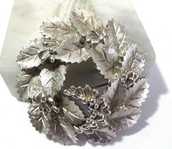 """SHIMMERY FROSTED SILVER TONE LEAVES WREATH """"BERRIES"""" BROOCH PIN CROWN TR... - $27.00"""