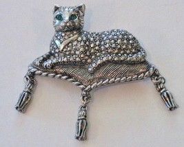 Avon Brooch Pin Cat Kitty Sitting On Pillow Tassels Green Rhinestone Eyes Vtg - $24.17