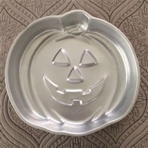 "WILTON HALLOWEEN PUMPKIN FACE CAKE PAN - 11"" Diameter - $8.86"