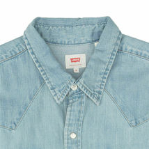 Levi's Men's Classic Barstow Western Casual Denim Light Wash Dress Shirt image 5