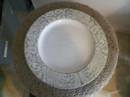 Oneida Michelangelo dinner plate 2 availabl - $3.27