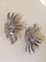 Vintage Signed Oscar De La Renta Flying Ribbon Clip On Fashion Silver Earrings - $75.00