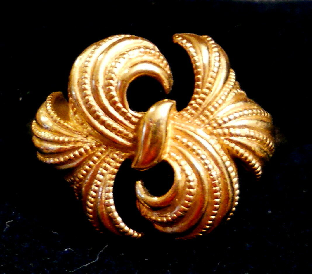 Avon Textured RIBBON BOW RING approx size 10 EUC VTG Gold Tone Figural
