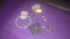 FAUX PEARL COSTUME JEWERLY (6 ITEMS) - $5.95