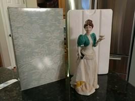 Vintage 1995 Mrs. Albee Porcelain Figurine Avon Presidents Club Award w/Box - $33.18